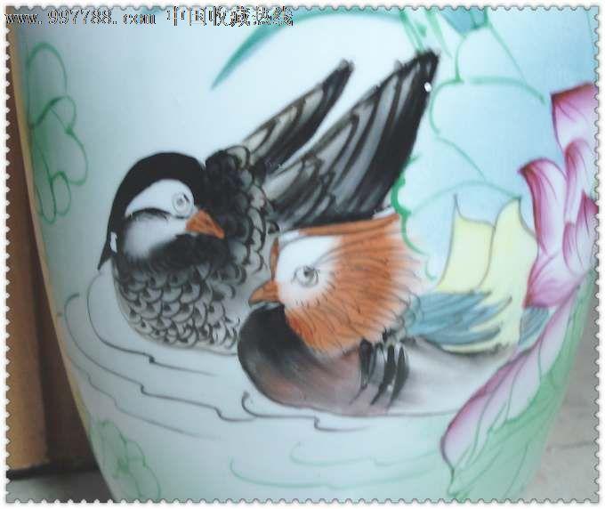 漂亮的手绘荷花鸳鸯纹瓷瓶