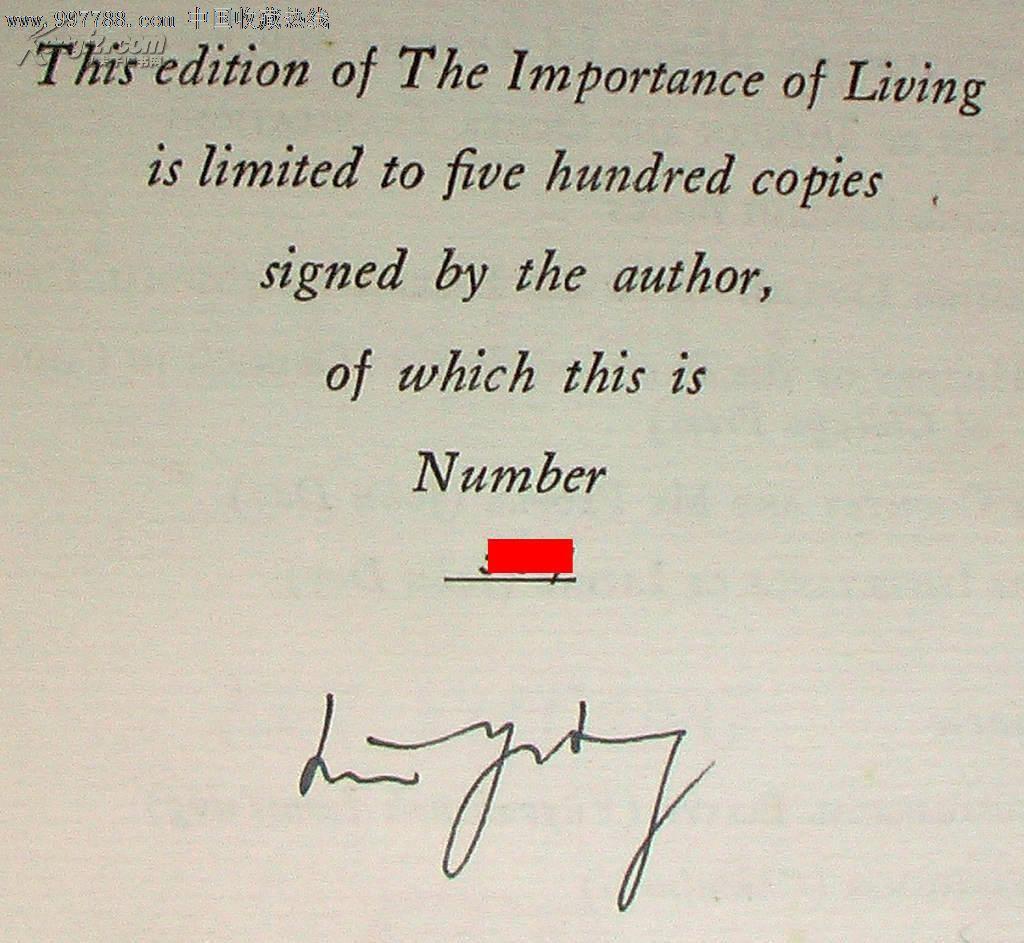 版次:1【附赠】玻璃片基透明书衣,见最后一张图。尺寸:22X15X4厘米;净重:835克。外封8品,内页95品。真皮书脊,书顶刷金,限量500部,林语堂签名本,本书有编号。《生活的艺术》是林语堂旅美专事创作后的第一部书,也是继《吾国与吾民》之后再获成功的又一英文作品。该书于1937年在美国出版,次年便居美国畅销书排行榜榜首达52周,且接连再版四十余次,并译成十余种外国文字。林语堂在书中谈了庄子的淡泊,赞了陶渊明的闲适,诵了《归去来辞》,讲了《圣经》的故事,以及中国人如何品茗,如何行酒令,如何观山,如何玩水