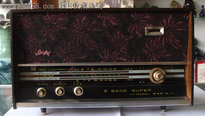 2588 属性:电子管收音机,文革(67-76),家用收音机,台式,红灯,中国大陆