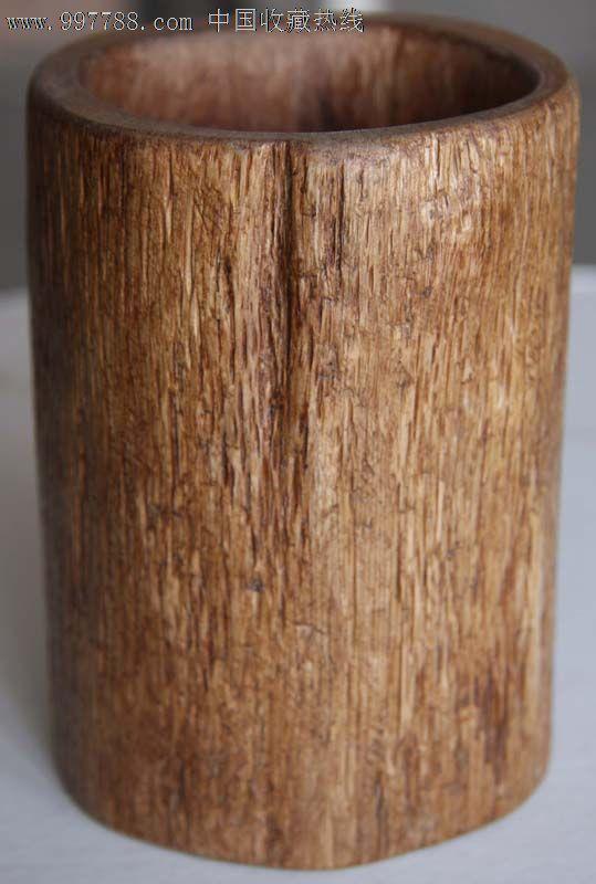 一个纯手工制作的随形实木笔筒(高12.7cm)