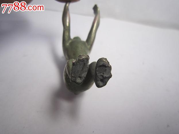 顽皮可爱的铜皮包铅小猴
