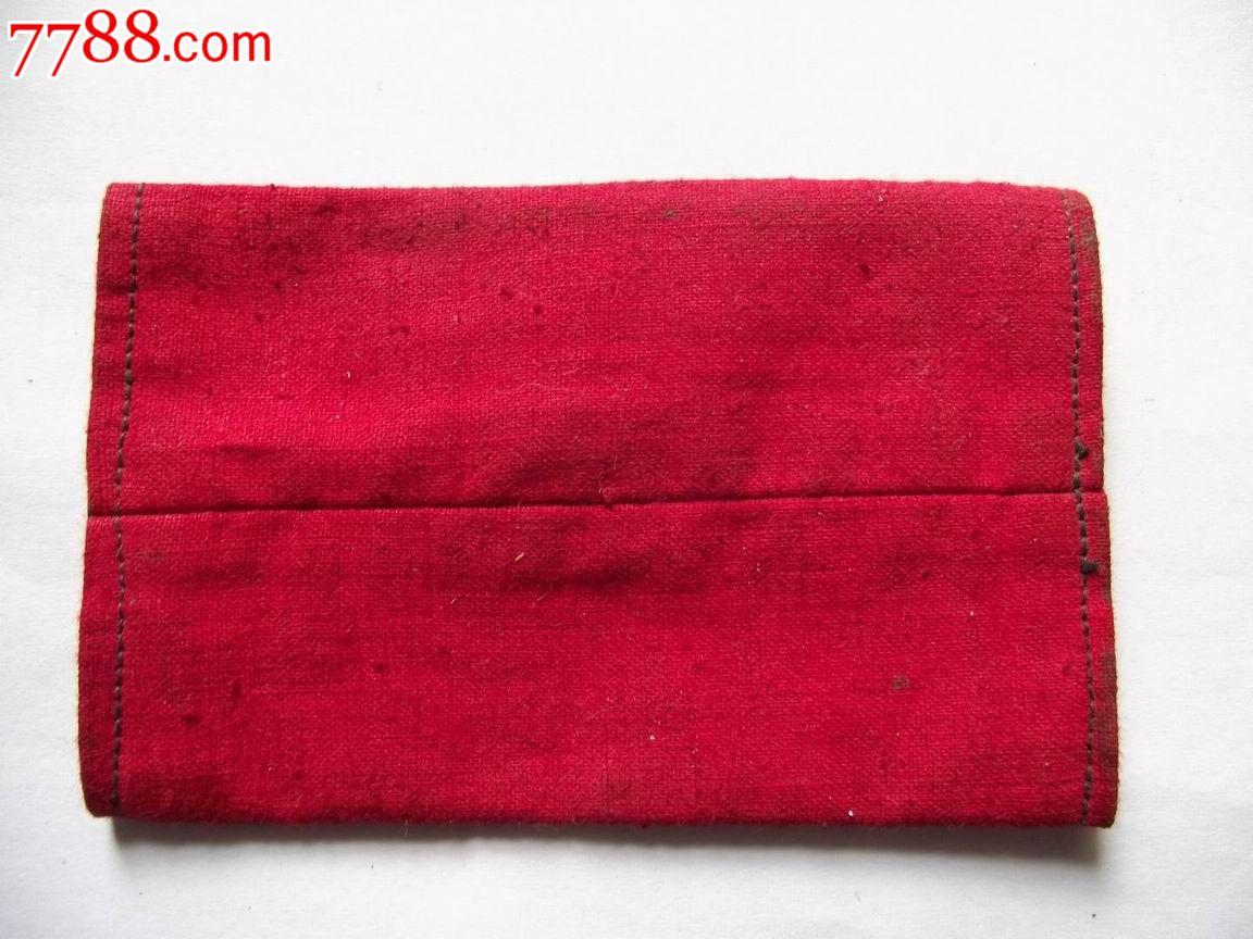 用红布手工制作绣球