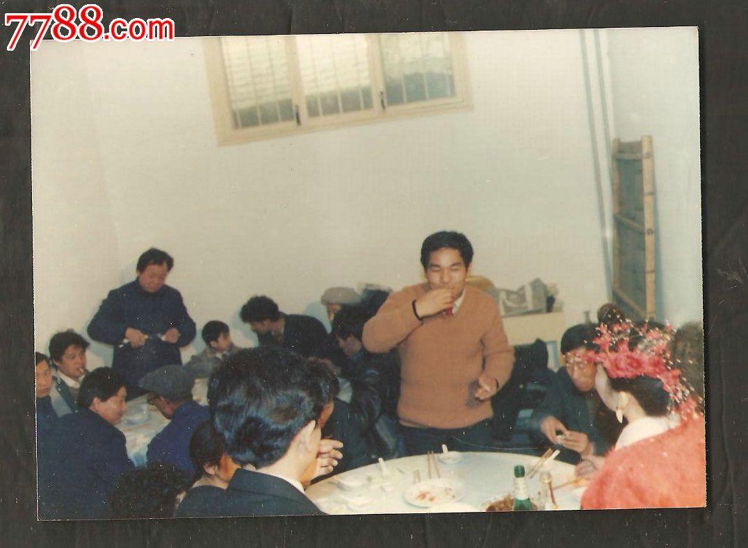 90年代农村结婚场面--向来宾敬酒