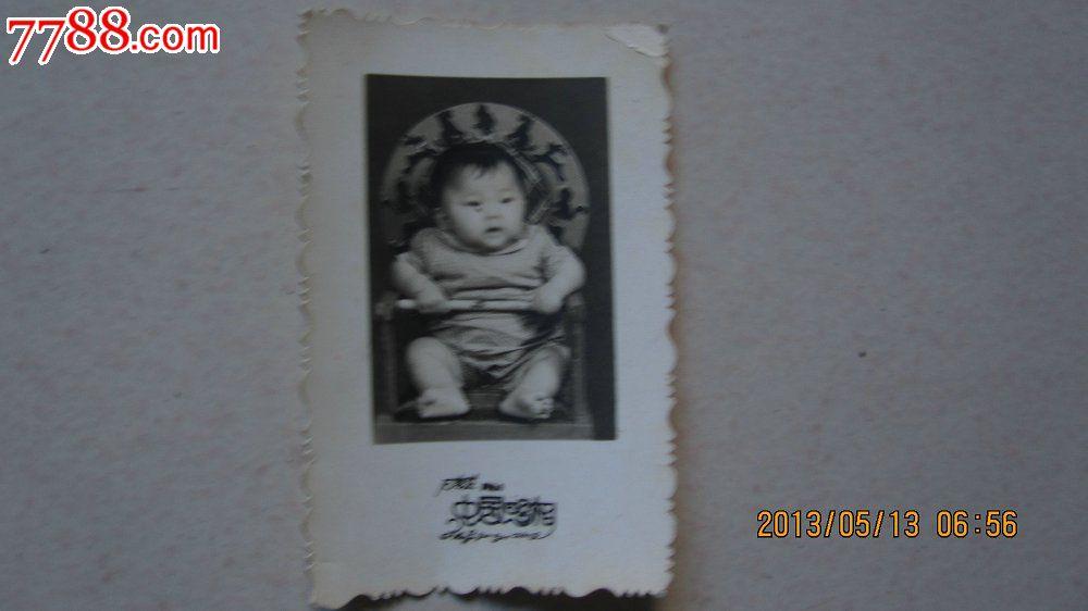 1964年婴儿黑白照1张