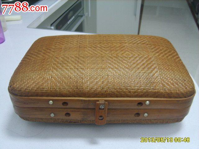 做工精细的竹编箱