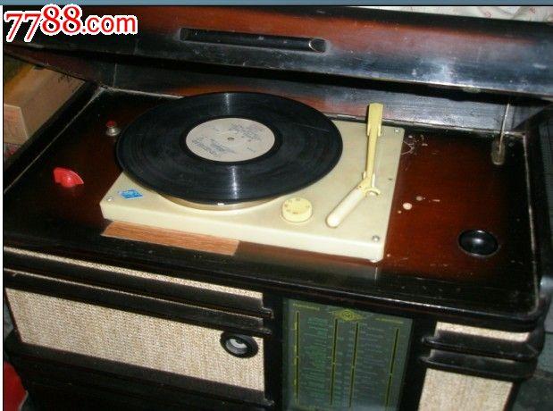 前苏联带唱机电子管收音机
