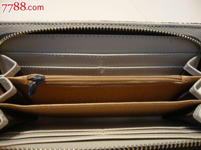 朋友国外带回来的眼镜蛇皮具,手包,钱包,苹果手机壳.