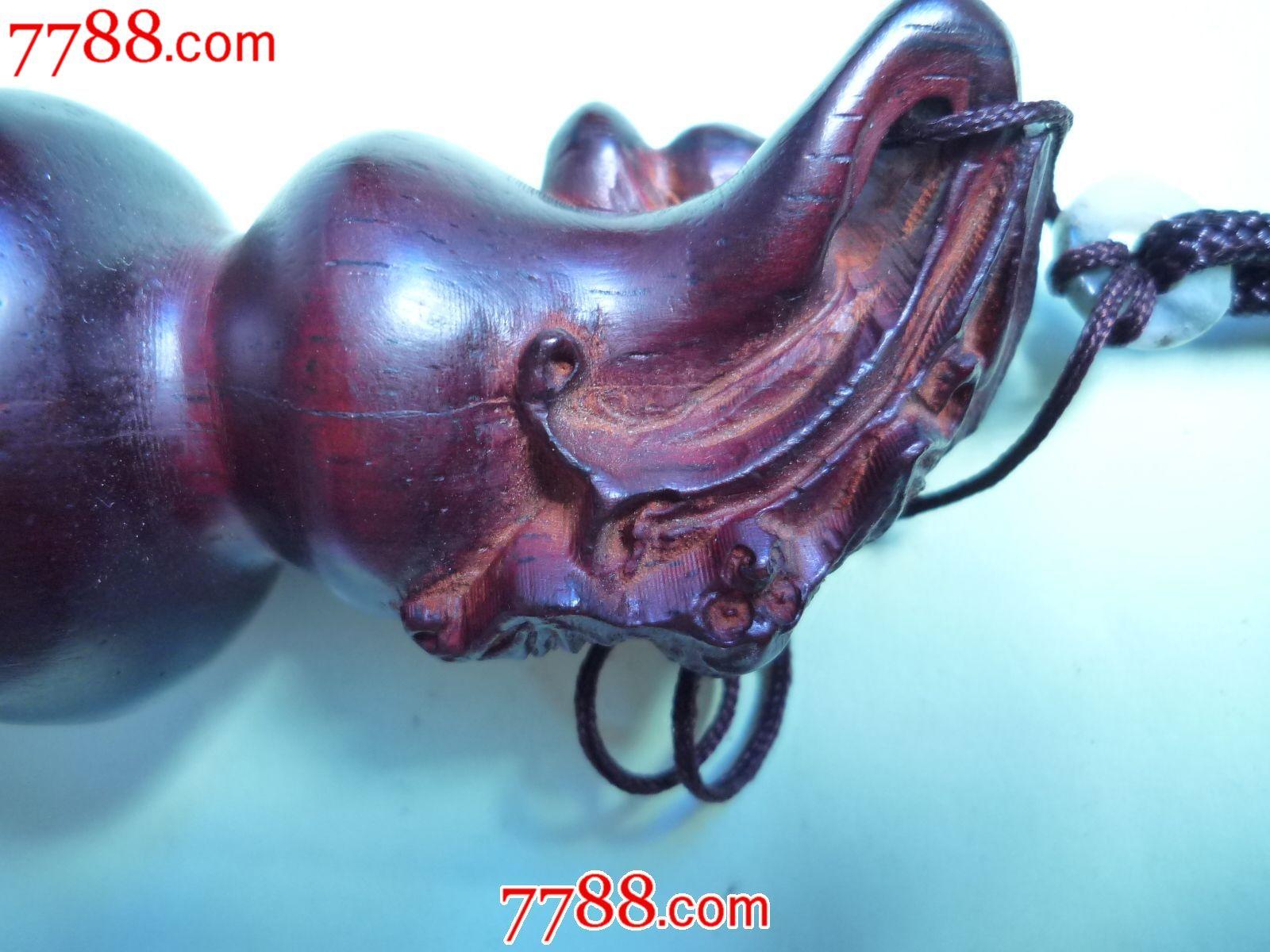 红木雕刻的葫芦形把件
