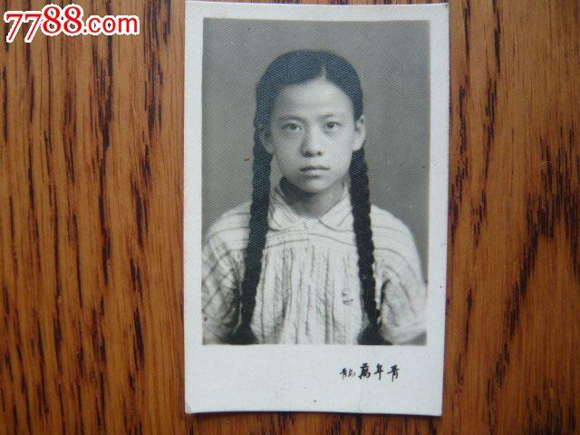 梳着两根大辫子的可爱小女孩_第1张_7788收藏__中国收藏热线