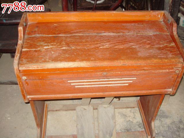 老式木头家具茶柜台布图片