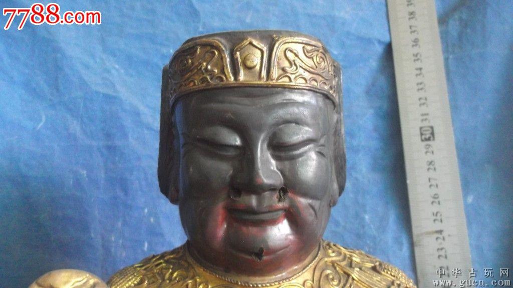 财神爷木雕,在寺庙里被香火熏黑了