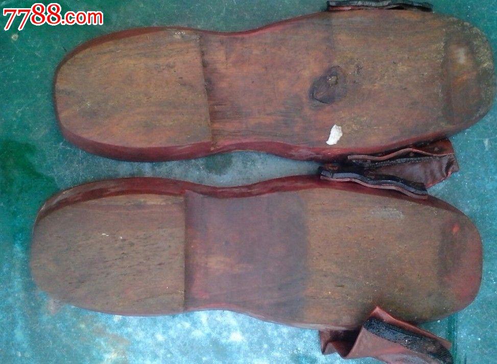 民国时期妇女穿的木制拖鞋(木履)