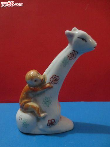 精美陶瓷动物造型老摆件