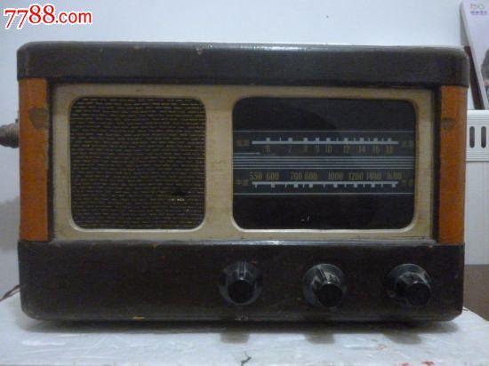 民国或五十年代的木壳收音机