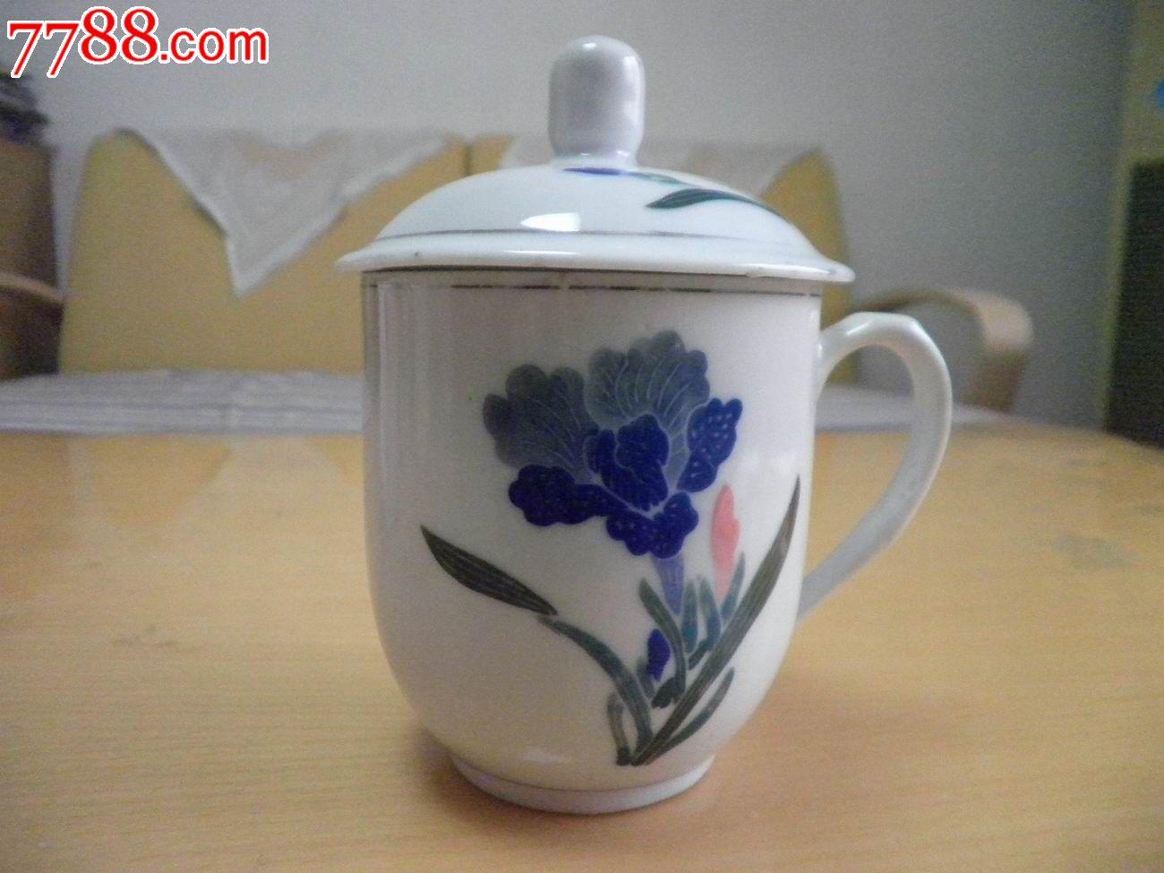 手绘花卉图案茶杯