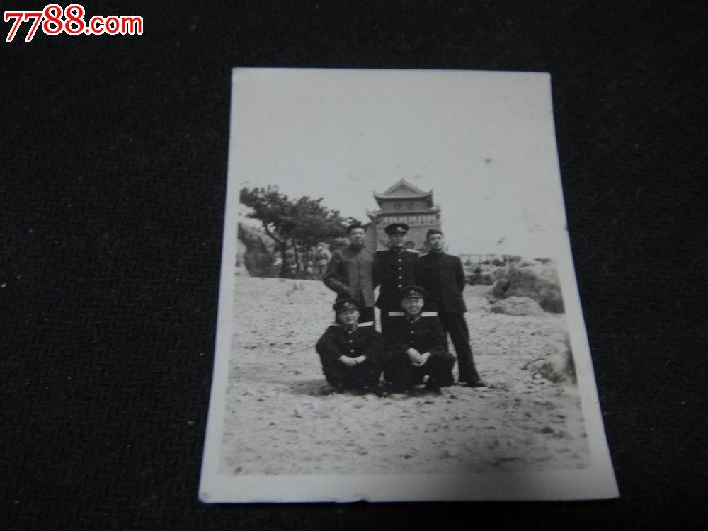 文革黑白老照片,【战友合影~青岛水族馆风景照】