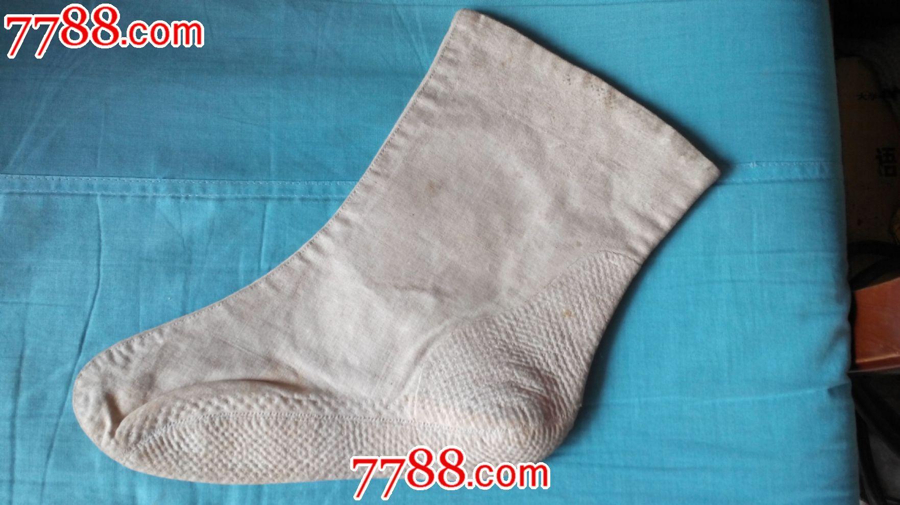 民俗收藏纯手工缝制绣花袜子两只