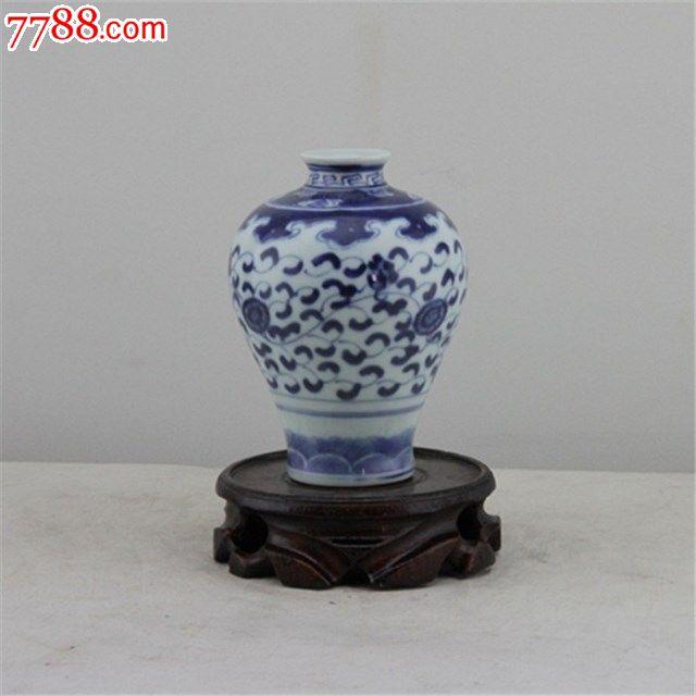 清末手绘青花瓷梅花瓶