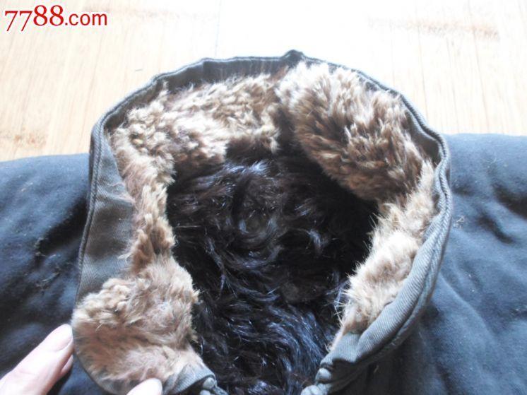 后背带动物头像的棉衣