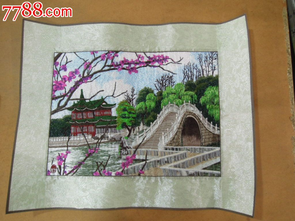 一幅漂亮的刺绣山水画