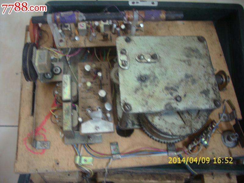 海燕713型手摇电唱机(带收音机)