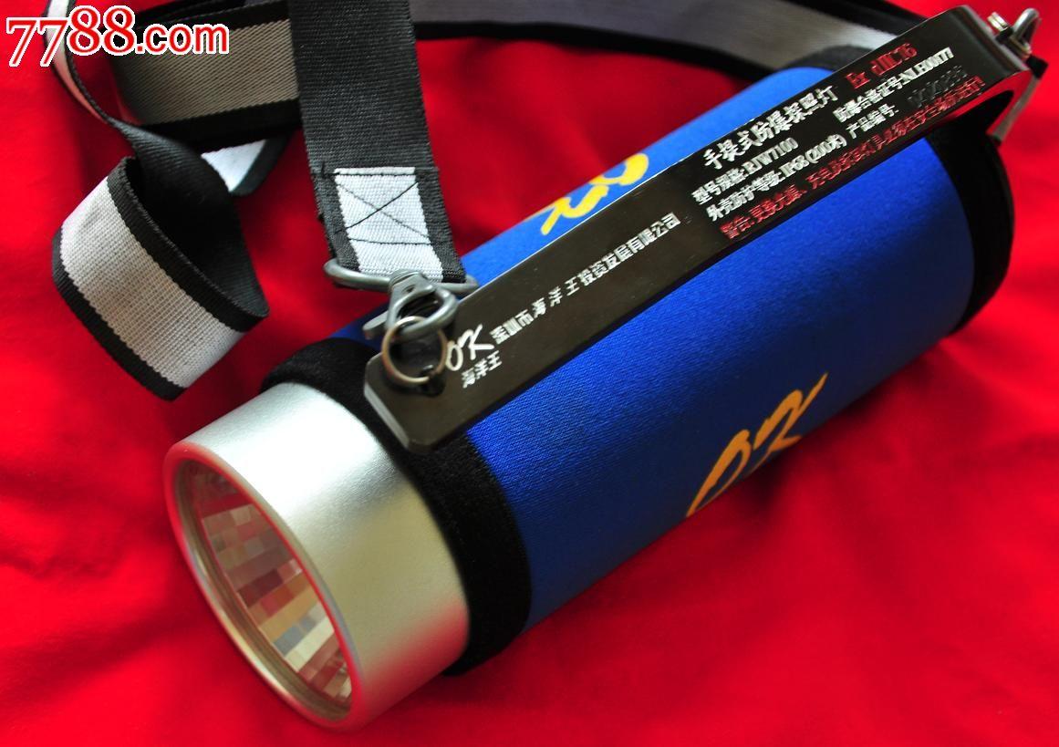 RJW7100手提式防爆探照灯一、适用环境可为各种场所、水下工作以及其它工作现场提供移动照明二、产品特点安全防爆:隔爆型最高防爆等级,可在各种场所安全工作。高效节能:特制高色温灯泡寿命长,耗能少,聚光柔和(可用于交通事故和刑侦现场摄影及各种痕迹、指纹拍照);强光光通量1200流明,射程达600米,连续工作时间可达1.