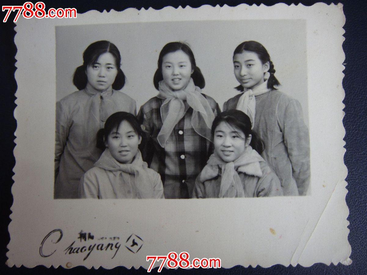 文革70年代,青岛朝阳照相【时尚的纱巾五姑娘~合影留念】难得!