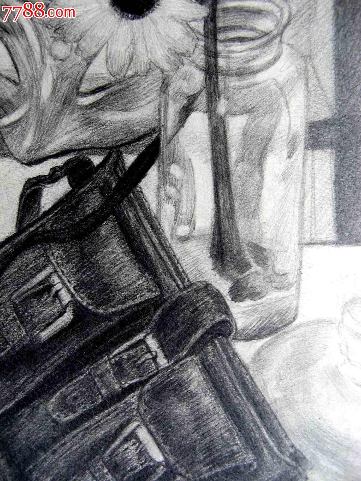 铅笔素描画:书包和插花