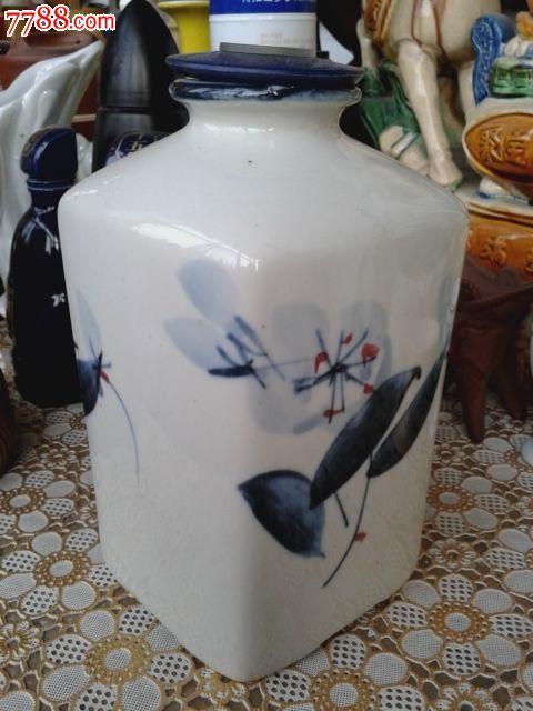艺术酒瓶收藏--黑土地酒手绘青花瓷四方瓶塑盖1斤8两陶瓷酒瓶