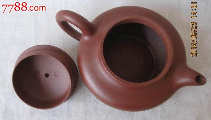 杨某芳手工制作微型紫砂壶