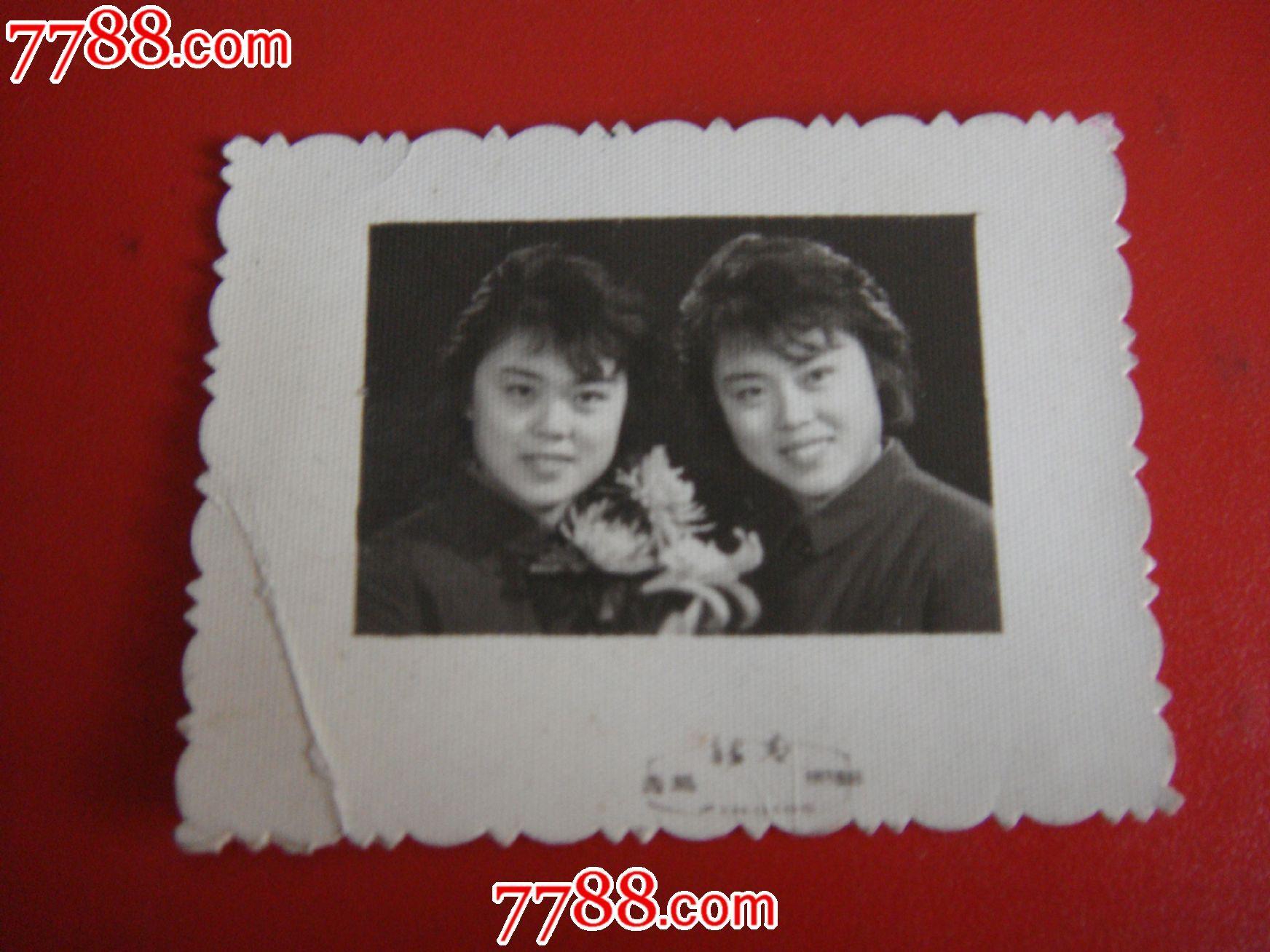 70年代后期,青岛新青照相【纯对一对双·美女姊妹照】
