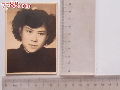 民国时期女子个人留影(老照片)图片
