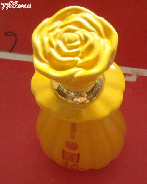 酒瓶:国花(带原盖品相非常好)造型为盛开的牡丹花