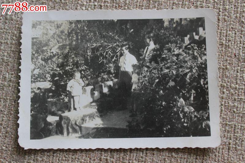 五十年代原版老照片菲律宾华侨在台湾花边照片116*81