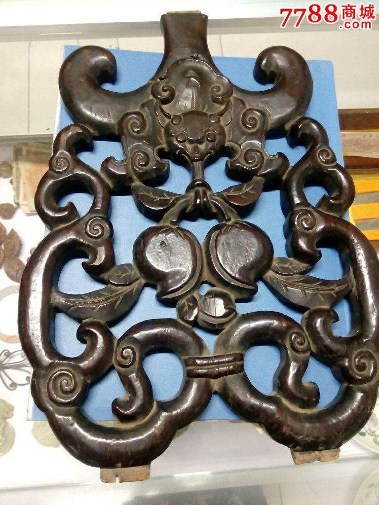 太师椅子后背雕刻的花纹特别好看