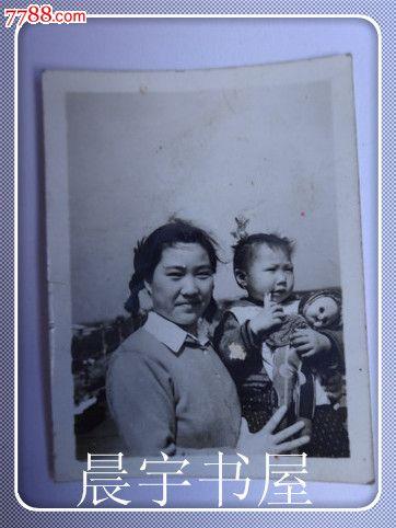 黑白老照片媽媽和寶寶合影照(貨號:v)