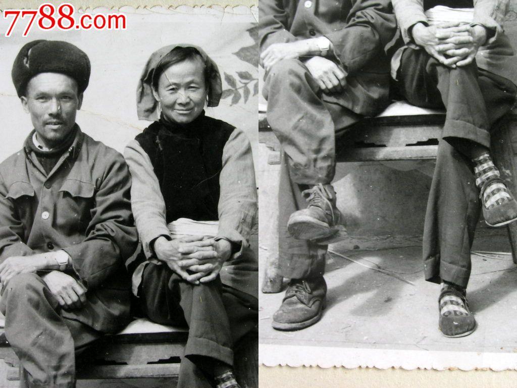 肥熟老夫妻交公粮_云南老照片收藏1407b03-60年代边疆朴实老夫妻二郎腿合影12-11cm