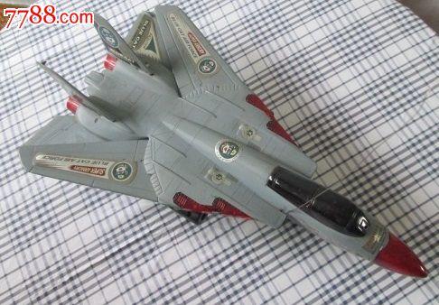 遥控战斗飞机(机翼可伸缩)