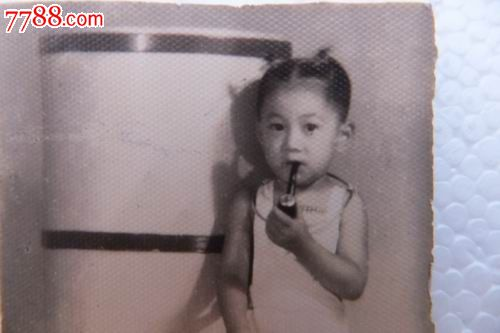 """民国""""叼烟斗的小女孩""""银项圈照(罕见)"""