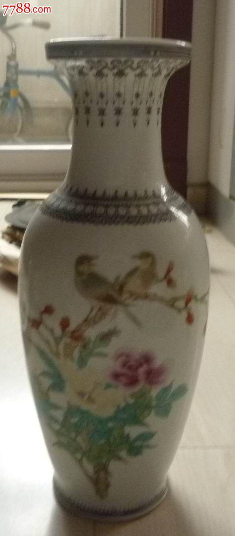 彩绘花鸟图案黑色花纹边白瓷花瓶
