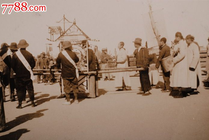 民国1930年山东青岛崂山街道上的送葬队伍2原版老照片_价格139.