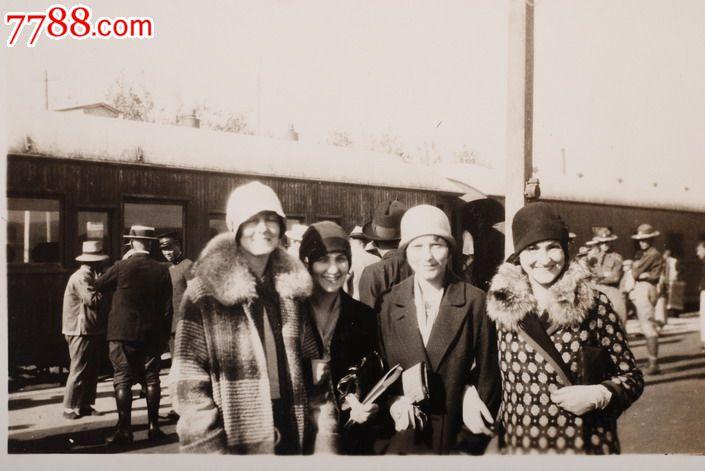 民国火车站的外国乘客原版老照片